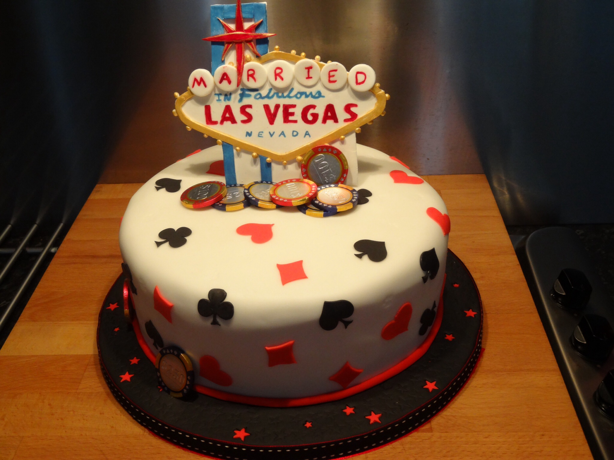 Las Vegas wedding cake Little Black Hen