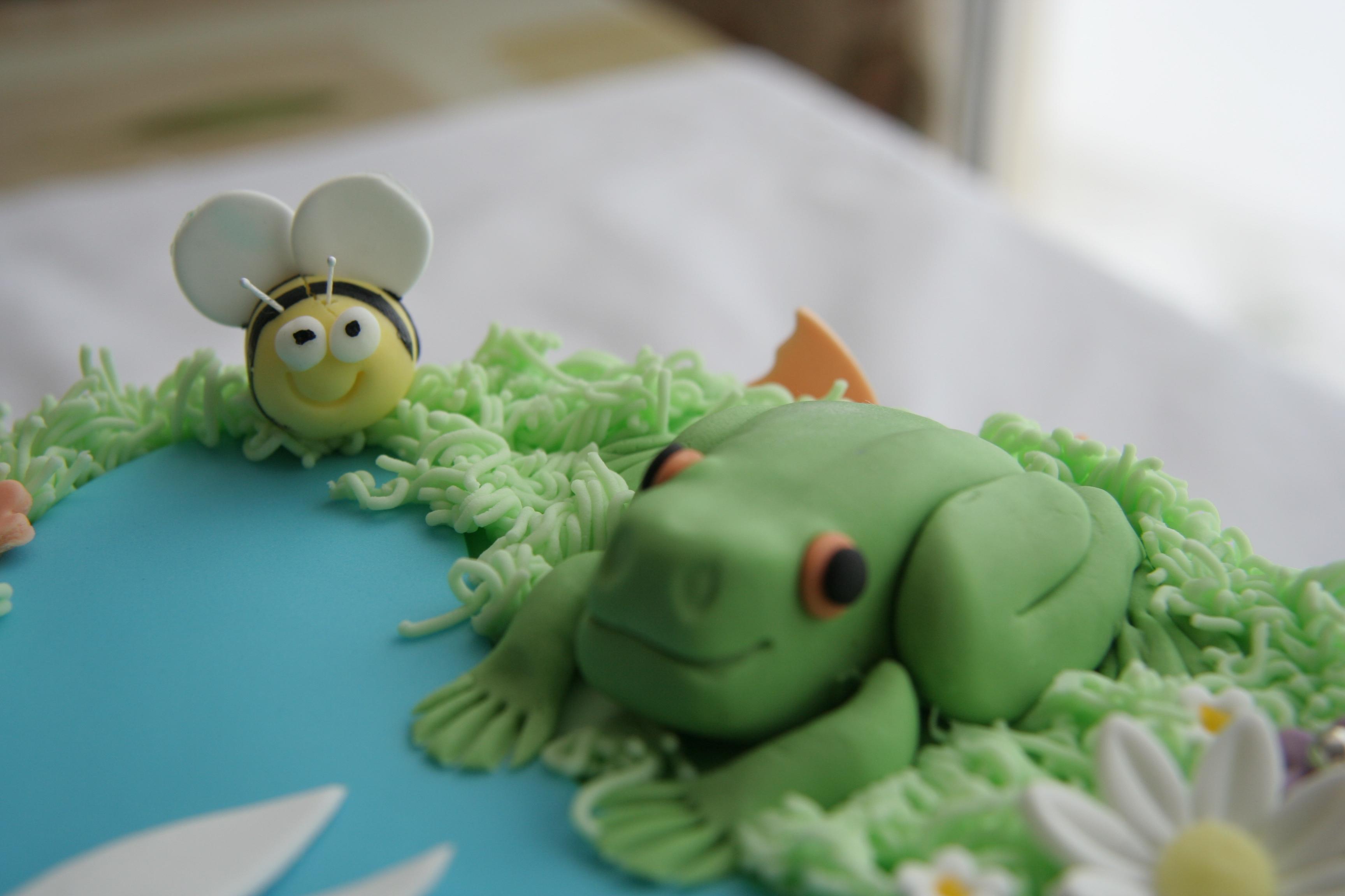 Cute garden cake critter
