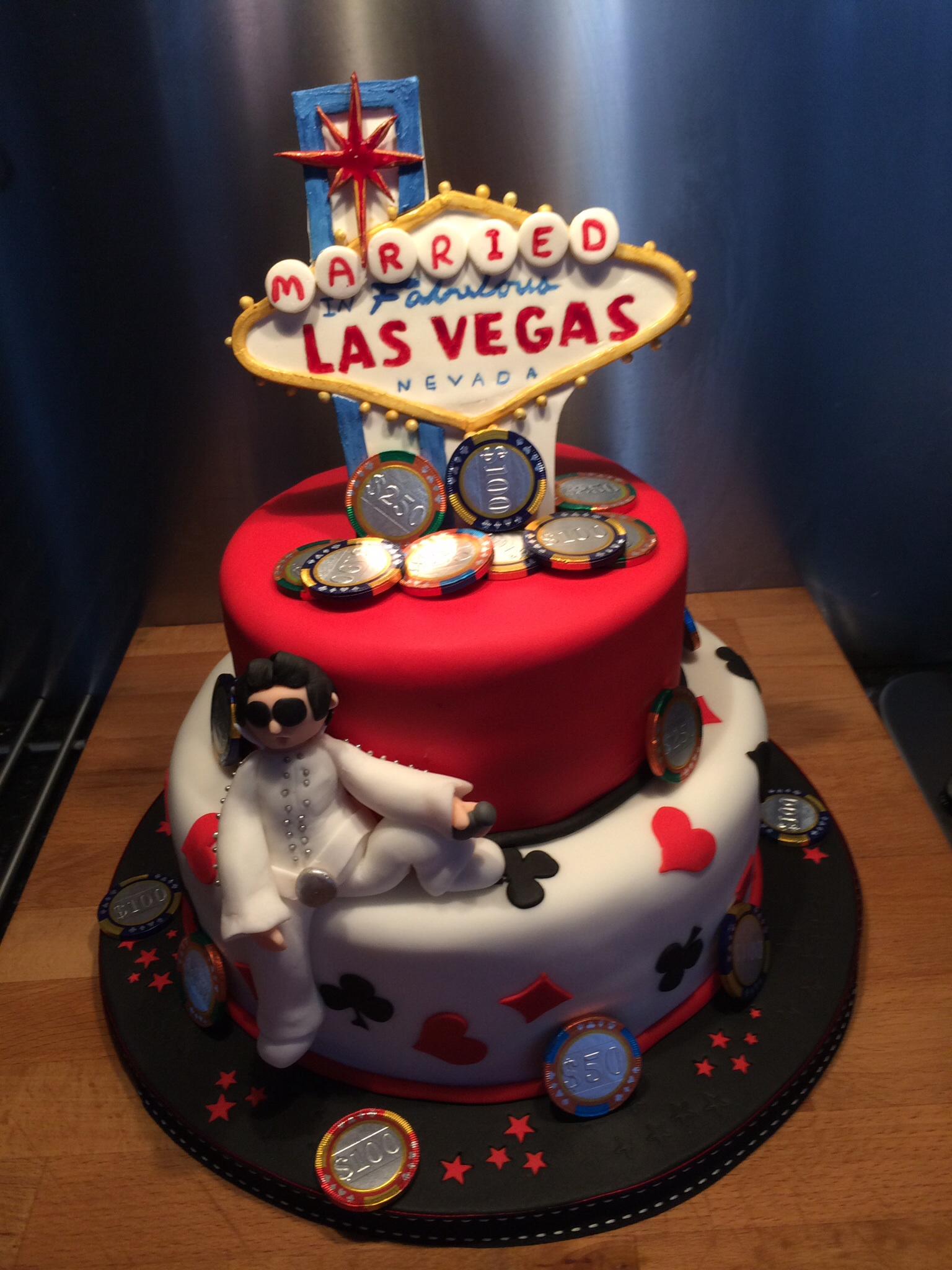 Las Vegas Wedding Cake And Special Guest Little Black Hen